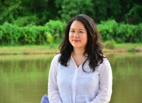 SSK_9308-museflower-retreat-and-spa-museflower-owner-founder-practitioner-tania-ho-intuitive-guide-profile-pic-by-the-lake.JPG#asset:3689:thumb